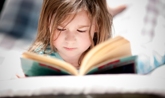 dzieci-czytaja